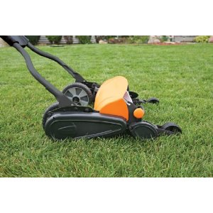 Fiskars Momentum Push Reel Mower at work